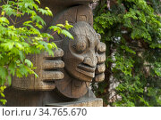 The detail of a totem pole (1980s) by Duane Pasco in Occidental Park... Стоковое фото, фотограф Wolfgang Kaehler / age Fotostock / Фотобанк Лори