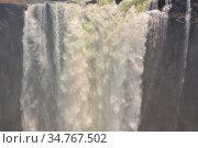 Victoriafälle sind ein Wasserfall nahe der Städte Victoria Falls in... Стоковое фото, фотограф Zoonar.com/Volker Schlichting / easy Fotostock / Фотобанк Лори