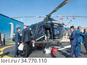 Презентация российского вертолета «Ансат Aurus» с салоном повышенной комфортности на Международном авиационно-космическом салоне МАКС-2019 в Жуковском, Россия, вид слева-спереди. Редакционное фото, фотограф Малышев Андрей / Фотобанк Лори