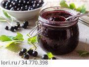 Варенье из черной смородины. Стоковое фото, фотограф Альбина Ялунина / Фотобанк Лори