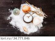 Still-life with salt cellar, shells and coarse grained Sea Salt on... Стоковое фото, фотограф Zoonar.com/Valery Voennyy / easy Fotostock / Фотобанк Лори