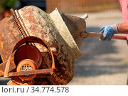 Construction site work with concrete mixer and wheelbarrows. Стоковое фото, фотограф Zoonar.com/SANDRA FOTODESIGN / easy Fotostock / Фотобанк Лори
