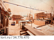 Leere Werkstatt in einem mittelständischen Handwerksbetrieb. Стоковое фото, фотограф Zoonar.com/Robert Kneschke / age Fotostock / Фотобанк Лори
