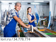 Professional workman is ready to work on circular saw in assembl. Стоковое фото, фотограф Яков Филимонов / Фотобанк Лори