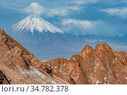 Valley de La Luna (Valley of the Moon) in the Los Flamencos National Park, near San Pedro de Atacama, Chile. Стоковое фото, фотограф Jeff Vanuga / Nature Picture Library / Фотобанк Лори