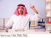 Arab teacher in front of whiteboard. Стоковое фото, фотограф Zoonar.com/Elnur Amikishiyev / easy Fotostock / Фотобанк Лори