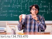 Funny male math teacher in the classroom. Стоковое фото, фотограф Zoonar.com/Elnur Amikishiyev / easy Fotostock / Фотобанк Лори
