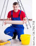 Contractor worker preparing for wallpaper decoration. Стоковое фото, фотограф Elnur / Фотобанк Лори
