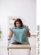 Young mad man in the hospital. Стоковое фото, фотограф Elnur / Фотобанк Лори