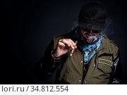 Handsome guy smoke a cigar. Стоковое фото, фотограф Zoonar.com/Yeko Photo Studio / easy Fotostock / Фотобанк Лори