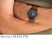 Kaputtes Glas einer Herrenarmbanduhr - Nahaufnahme Chronograph. Стоковое фото, фотограф Zoonar.com/Alfred Hofer / easy Fotostock / Фотобанк Лори