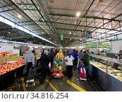Sydney, NSW / Australia - August 2 2020: Sydney Markets makes changes... Стоковое фото, фотограф Rosa Makin / easy Fotostock / Фотобанк Лори