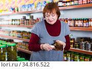 customer with wallet counting money in supermarket. Стоковое фото, фотограф Яков Филимонов / Фотобанк Лори