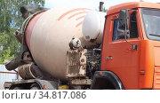 Mobile concrete mixing machine on the construction site. Стоковое видео, видеограф Константин Шишкин / Фотобанк Лори