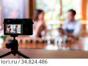 VLOG of young adult asian owner entrepreneur review cafe coffee shop... Стоковое фото, фотограф Zoonar.com/Vichie81 / easy Fotostock / Фотобанк Лори
