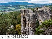 View of the rocks on the background of the valley in Bohemian Paradise (Czech: Cesky Raj) in Bohemia region in the Czech Republic (2016 год). Стоковое фото, фотограф Сергей Фролов / Фотобанк Лори