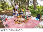 Picnic at Sematan beach, Sematan, Sarawak, East Malaysia (2020 год). Редакционное фото, фотограф Chua Wee Boo / age Fotostock / Фотобанк Лори