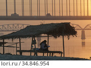 Views of the Irrawady river at sunset near Mandalay, Myanmar,SE Asia. Стоковое фото, фотограф Julio Etchart / age Fotostock / Фотобанк Лори