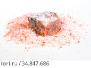 Natural Halite mineral in pile of grained pink Himalayan Salt on white... Стоковое фото, фотограф Zoonar.com/Valery Voennyy / easy Fotostock / Фотобанк Лори