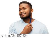 african man shaving beard with razor blade. Стоковое фото, фотограф Syda Productions / Фотобанк Лори