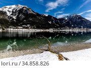 Der Ort Maurach unterhalb des Rofan-Gebirges mit Seekarspitze und... Стоковое фото, фотограф Reinhold Rauschenbach / age Fotostock / Фотобанк Лори