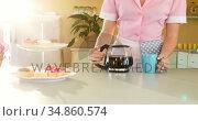 Waitress pouring black coffee in mug at restaurant 4k. Стоковое видео, агентство Wavebreak Media / Фотобанк Лори