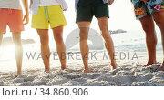 Friends having fun at the beach 4k. Стоковое видео, агентство Wavebreak Media / Фотобанк Лори