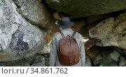 Male hiker walking with backpack inside the cave 4k. Стоковое видео, агентство Wavebreak Media / Фотобанк Лори