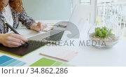 Businesswoman using graphic tablet and operating laptop 4k. Стоковое видео, агентство Wavebreak Media / Фотобанк Лори