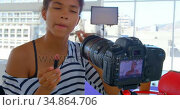 Model applying make up in photo studio 4k. Стоковое видео, агентство Wavebreak Media / Фотобанк Лори