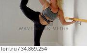 Woman stretching on barre at fitness studio 4k. Стоковое видео, агентство Wavebreak Media / Фотобанк Лори