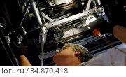 Male mechanic servicing a car in garage 4k. Стоковое видео, агентство Wavebreak Media / Фотобанк Лори