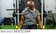 Senior man exercising with dumbbell 4k. Стоковое видео, агентство Wavebreak Media / Фотобанк Лори