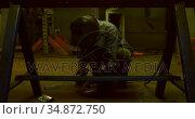Metalsmith using grinder machine in workshop 4k. Стоковое видео, агентство Wavebreak Media / Фотобанк Лори