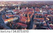 Scenic aerial view of historical center of Polish town of Kalisz at sunset in spring, Greater Poland Voivodeship. Стоковое видео, видеограф Яков Филимонов / Фотобанк Лори
