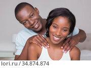 Man giving his girlfriend a shoulder massage . Стоковое фото, агентство Wavebreak Media / Фотобанк Лори