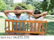 Couple relaxing on park bench together. Стоковое фото, агентство Wavebreak Media / Фотобанк Лори