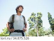 Young man on a hike looking ahead. Стоковое фото, агентство Wavebreak Media / Фотобанк Лори