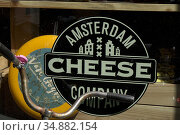 Shop selling typical Gouda cheese in Amsterdam, Holland. Стоковое фото, фотограф Julio Etchart / age Fotostock / Фотобанк Лори