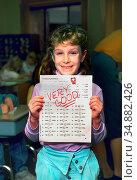 Smiling 3rd grade female student shows off and displays a school ... (2004 год). Редакционное фото, фотограф Dennis MacDonald / age Fotostock / Фотобанк Лори