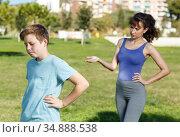 Mother berating son outdoors. Стоковое фото, фотограф Яков Филимонов / Фотобанк Лори