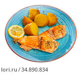 Grilled salmon with boiled potato and lemon. Стоковое фото, фотограф Яков Филимонов / Фотобанк Лори