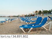 Empty blue sunbeds are on sandy Nissi beach. It is a popular beach in the resort of the Ayia Napa, Cyprus. The beach have been awarded the blue flag designation (2010 год). Стоковое фото, фотограф Кекяляйнен Андрей / Фотобанк Лори