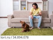 Young man with cocker spaniel dog. Стоковое фото, фотограф Elnur / Фотобанк Лори