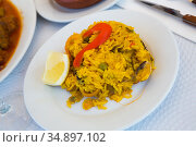 Paella with shrimp, pepper, vegetables and lemon on platter. Стоковое фото, фотограф Яков Филимонов / Фотобанк Лори