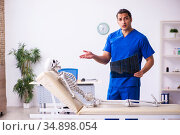 Young male radiologist doctor and skeleton patient. Стоковое фото, фотограф Elnur / Фотобанк Лори