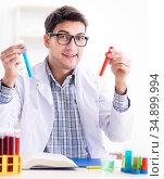 Chemistry student doing chemical experiments at classroom activi. Стоковое фото, фотограф Elnur / Фотобанк Лори