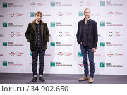 Johnny Flynn e Gabriel Range attends the photocall of the movie '... Редакционное фото, фотограф AGF AGF / age Fotostock / Фотобанк Лори