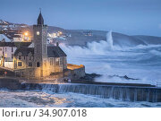 Storm Ciara battering coast at Porthleven, Cornwall, England, UK. February 2020. Стоковое фото, фотограф Guy Edwardes / Nature Picture Library / Фотобанк Лори