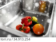 fruits and vegetables in kitchen sink. Стоковое фото, фотограф Syda Productions / Фотобанк Лори